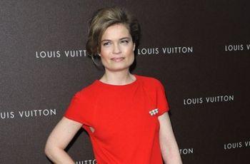 PHOTOS-Sarah-Biasini-le-sourire-et-l-elegance-de-sa-mere-Romy-Schneider-pour-Louis-Vuitton_yahooExportPaysage
