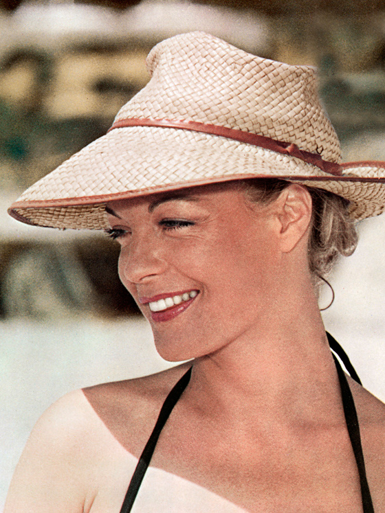 Romy_schneider_claude_sautet_5556.jpeg_north_560x747_white
