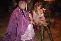 Entre-deux-prises-sarah-biasini-blessee-a-l-epaule-dans-le-film-se-detend-aux-cotes-de-gottfried-john-au-theatre-municipal-photo-edwige-prompt-1472929382 (1)