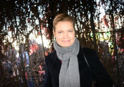 Sarah-Biasini-etre-la-fille-de-Romy-Schneider-et-devenir-mere